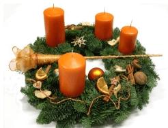 Kerzenhalter Adventskranz kaufen - Eine nahaufnahme von vielen verschiedenen gemüsesorten - Weihnachtsverzierung