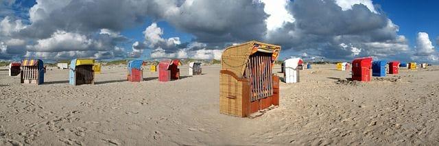 Schönes für den Garten: der Strandkorb als Weihnachtsgeschenk - Eine Gruppe von Wolken im Dreck - Nordfriesische Inseln