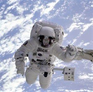 Ein Astronaut im Weltall