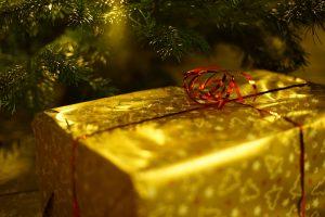 Warum gibt es Geschenke zu Weihnachten? Goldenes Weihnachtsgeschenk