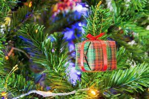 Giveaway am Weihnachtsbaum