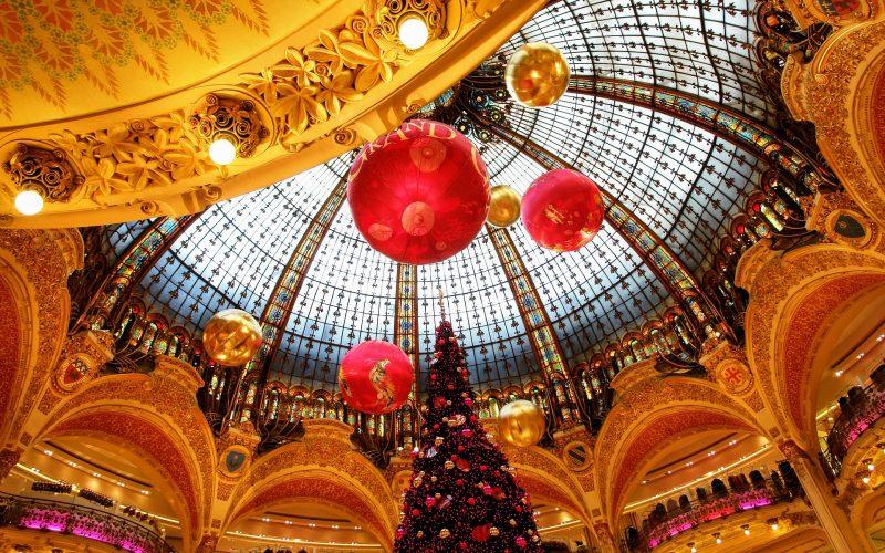 Ein weihnachtliches Kaufhaus in Paris